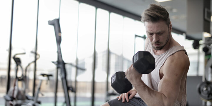 Man having a better workout pump with the help of L-Arginine
